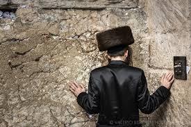 shabbat clothing praying in a shabbat valerio berdini photography