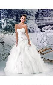 duchesse linie wellenkante kapelle schleppe spitze tull brautkleid mit perlen verziert ruschen kristalldetaillierung p703 tüll stoff für brautkleider eine kollektion milaberlin de