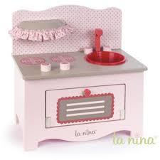jouet cuisine bois cuisine en bois pour poupée petit modèle la grande récré