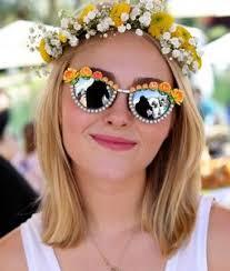 flower hair band 10 amazing flower girl hairstyles glitzyworld