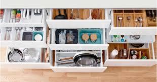 astuce rangement placard cuisine astuces maison amenagement placard cuisine 30 idées et astuces