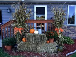 halloween front yard decorations use hay bales corn stalks mums and pumpkins for your front porch