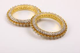 artificial jewellery designer and the market trends