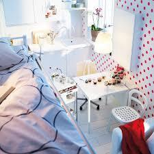chambre petit espace gagner de la place dans un petit espace en 10 astuces astuces déco