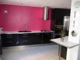 cuisine mur framboise cuisine couleur framboise idées décoration intérieure