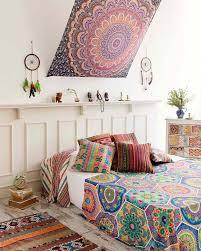 dans la chambre boho chic l esprit bohème s invite dans la chambre à coucher moderne