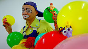 balloons clown for kids andrew the clown blows up balloons