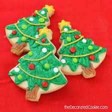 a step by step guide to decorating christmas cookies