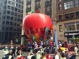 big apple float 2015 macy s thanksgiving day parade yelp