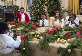 photos melania trump chooses classic christmas decor for white