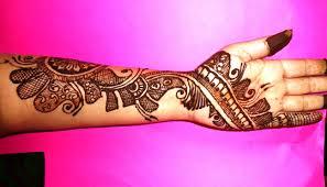 beautiful mehndi design on left