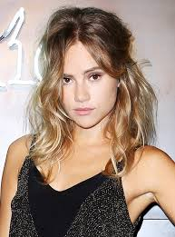 hair styles that thins u face 3 haircuts that make your face look thinner shaggy loose waves