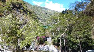 Living In The Mountains by Living In Taiwan Taroko Gorge