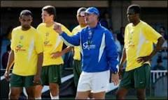 ' Denílson deve jogar contra a Turquia', diz Scolari | BBC Brasil | BBC ...