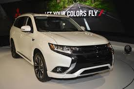 mitsubishi 2017 2017 outlander phev makes us debut mitsubishi promises suv focus