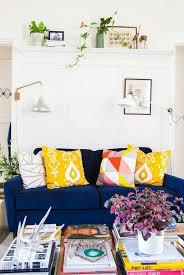 coussin déco canapé design d intérieur idee deco salon coussin jaune gamme couleurs