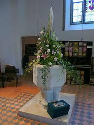 wedding flower arrangments urns jugs and pedestals