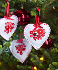 how to make felt heart christmas decorations christmas sewing