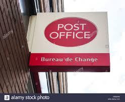 un bureau de change bureau de change sign photos bureau de change sign images alamy