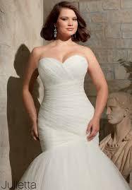 wedding dresses for curvy brides
