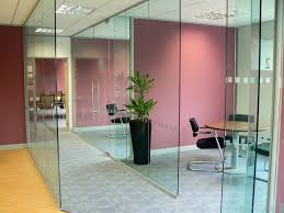 benefits of a frameless glass partitioning system