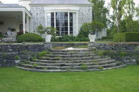 Curved Garden Wall by Les Quatre Vents Curved And Circular Steps Fine Gardening