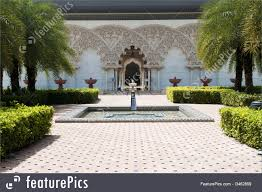picture of moroccan architecture inner garden
