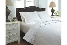 Queen Bed Coverlet Set Aldis 3 Piece Queen Coverlet Set Ashley Furniture Homestore