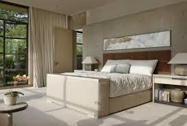 chambre à coucher contemporaine design interieur chambre coucher moderne tête lit tapissée marron