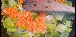 comment cuisiner le poireau a la poele fondue de poireaux et de carottes facile et pas cher recette