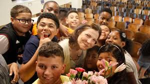 Photography Teacher Choir Plans Sweet Surprise For U0027unsung U0027 Teacher With Cancer
