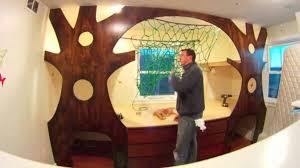 chambre arbre il transforme le lit de enfant en cabane dans les arbres va y