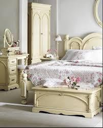 stating furniture in classy bedroom interior design