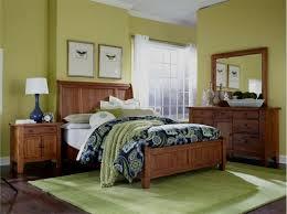 attic heirlooms king sleigh bedroom set in rustic oak