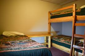 3 Level Bunk Bed Boomers Outback Split Level Lodge Suites And Cabins For Rent