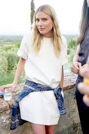 le fashion dree hemingway shows a casual way to wear a white