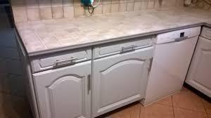 cuisine en carrelage peindre le carrelage cuisine mur et plan de travail renover ma