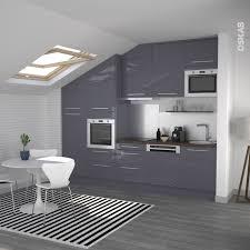 implantation cuisine ouverte cuisine ouverte sur salon au décor bleu gris avec finition brillante