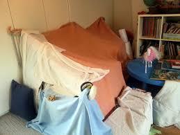 comment faire une cabane dans une chambre la cabane au fond de la chambre mon de maman