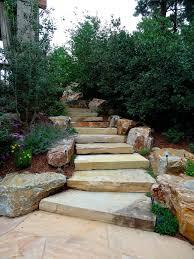 treppe bauen gartentreppen bauen der gestaltung ein gefühl dynamik verleihen