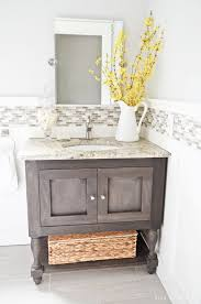 10 helpful tips for making the most of your small bathroom home