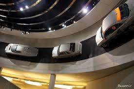 mercedes museum stuttgart interior štutgarto kontrastai žalias automobilių miestas su skaudžia