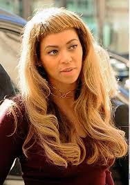 johnbeerens hairstyler queen b met haar nieuwe haar rockt zij de korte pony of is dit