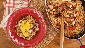 rachael ray thanksgiving leftovers turkey ragu cowboy spaghetti youtube