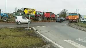 chambre d agriculture 79 zones défavorisées les agriculteurs bloquent un rond point à