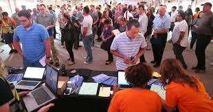 amazon jobs lure hundreds to kenosha fulfillment center