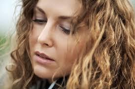 barbi benton 2016 nuodinga meilė kaip myli tuščios moterys cosmopolitan