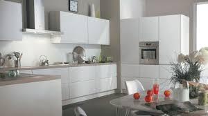 deco cuisine et blanc cuisine gris clair et blanc la grise une tendance lumineuse