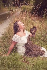 Maternity Pictures Who Posed With Bees Suffers Stillbirth