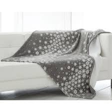 plaid sur canapé boutis plaid ou jeté de canapé polaire becquet imprimé blanc